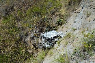 Vraem: hallan cuatro cadáveres dentro de camioneta en abismo