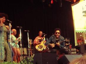 Cantante Lenny Kravitz mostró partes íntimas en pleno concierto