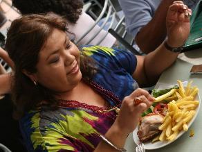 Ansiedad por comer aumenta en invierno, según nutricionistas