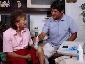 Una de cada tres mujeres con menopausia padece osteoporosis, según EsSalud