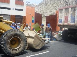 Trujillo: limpian techos ante llegada de lluvias por Fenómeno El Niño