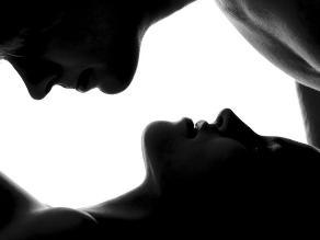 Tener sexo con una nueva mujer hace a los hombres eyacular más y mejor semen