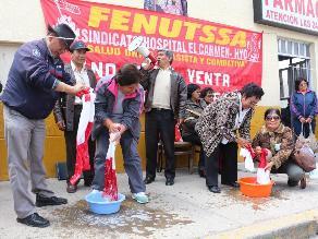 Huancayo: trabajadores del sector Salud realizan lavado de banderas