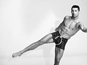 Cristiano Ronaldo luce sus músculos en su nueva colección de ropa ... ad679cf7a408