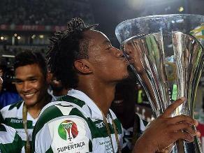 André Carrillo y su show celebrando el título con el Sporting de Lisboa