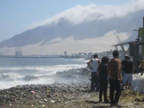 Puertos y caletas de Pisco continúan cerrados por oleajes anómalos