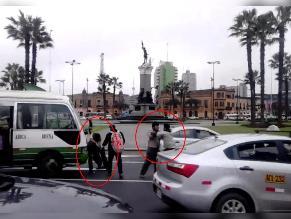 WhatsApp: choferes y cobradores se pelean en plena plaza Bolognesi