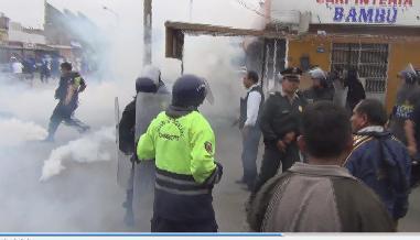 Chimbote: con bombas lacrimógenas desalojan paraderos de colectivos
