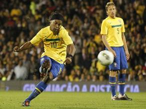 Ronaldinho eligió sus diez mejores goles de tiro libre