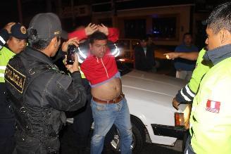 Chimbote: chofer ebrio insulta a policía y serenos durante intervención
