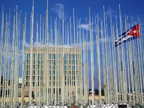 Después de 54 años, EEUU ondeará su bandera en su embajada en Cuba