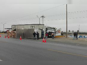 WhatsApp: chofer de camión resultó herido tras chocar contra tráiler en Ica