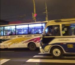 Jesús María: No respetan luces del semáforo en la Av. Brasil