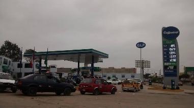 Chimbote: largas filas de vehículos por desabastecimiento de GLP