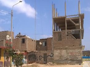 Chiclayo: vecino construyó su casa de tres pisos en medio de la calle