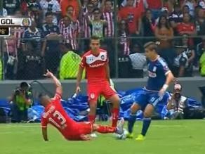 Toluca: Christian Cueva vio la roja por plancha descalificadora sobre jugador de Chivas