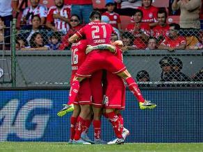 Toluca, con Christian Cueva expulsado, venció 3-1 Chivas por el torneo mexicano