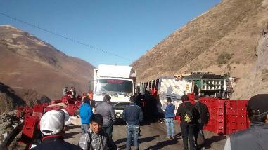 La Libertad: vuelco de camión de cerveza bloqueó vía a Otuzco por seis horas