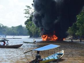 Amazonas: evalúan perdidas en incendio de estación flotante en el río