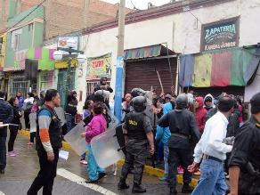 Violento desalojo se registró en zapatería de Huacho