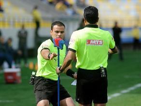 Fútbol chileno: Furioso hincha de Cobreloa lanzó una escoba al campo