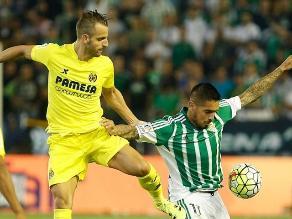 Juan Vargas salva del gol en dos oportunidades al Betis en Liga española
