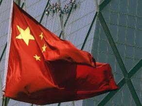 Tras nueva caída de su bolsa, China decide subir tasas de interés