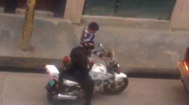 Cajamarca: graban a efectivo policial recibiendo presunta coima