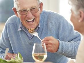 Día del Adulto Mayor: claves para una alimentación saludable