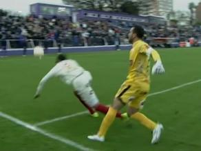 Universitario vs. Defensor Sporting:  Carvallo y Braynner protagonizan 'blooper'