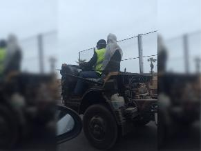 WhatsApp: vehículo partido en la mitad circula en la Costa Verde