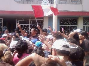 Trabajadores de Tumán realizaron protesta en juzgado