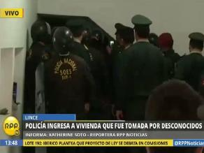 Lince: policías desalojan a personas que habían ocupado vivienda