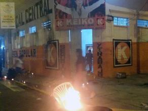 Iquitos: manifestantes atacan nuevamente local de Fuerza Popular