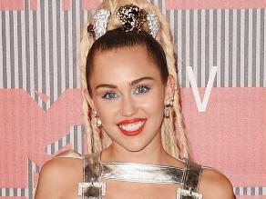 VMAs: ¿Cómo reaccionó Miley Cyrus tras ser insultada en vivo?