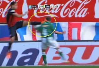 YouTube: Brutal patada a la cabeza en el fútbol argentino