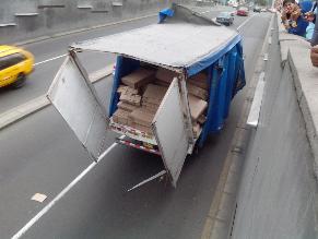 San Isidro: camión genera caos al cruzar puente sin señalización
