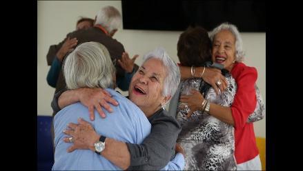 El juego y la risa para evitar la depresión y el miedo en adultos mayores