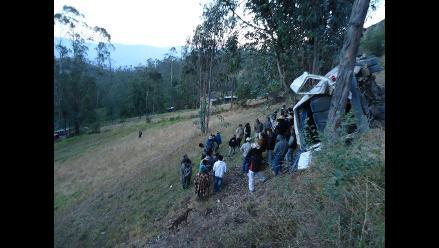 Cajamarca: despiste y vuelco de combi deja un muerto y 11 heridos