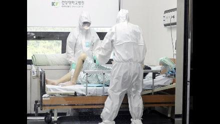 Un médico saudí contrae el coronavirus mientras trataba a un infectado