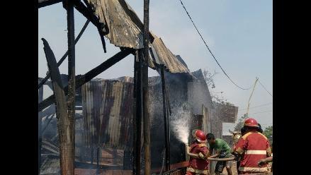 San Martín: incendio acabó con cuatro viviendas de madera en Rioja