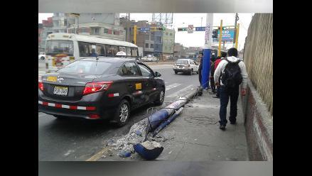 WhatsApp: Poste de telefonía cae tras accidente de tránsito
