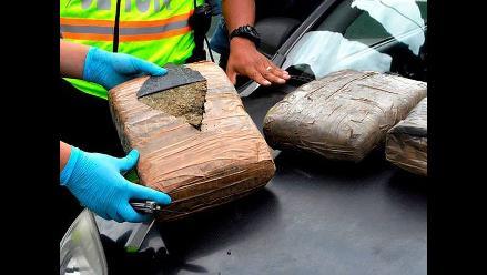 La Oroya: efectivos policiales hallan 14 kilos de droga en bodega de omnibus