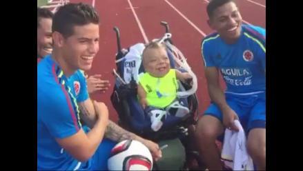 Twitter: James Rodríguez hace bailar al pequeño Christopher Álvarez