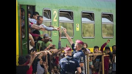 Detienen tren con refugiados que querían llegar a la frontera con Austria