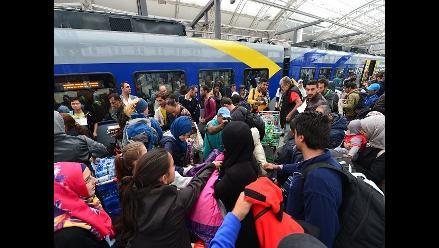 Viena recibió con aplausos a los refugiados llegados desde Hungría