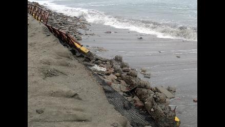 Tumbes: advierten que oleajes ponen en riesgo locales cercanos al mar