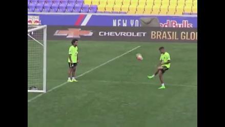 YouTube: Neymar y Marcelo en fenomenal duelo de dominadas