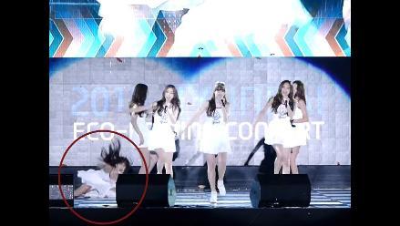 YouTube: Grupo de K-Pop pasa mal momento sobre el escenario