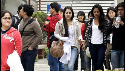 ¿Cómo se pagan sus estudios superiores los peruanos? Entérate